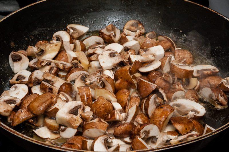 chesnut-mushrooms-in-frying-pan