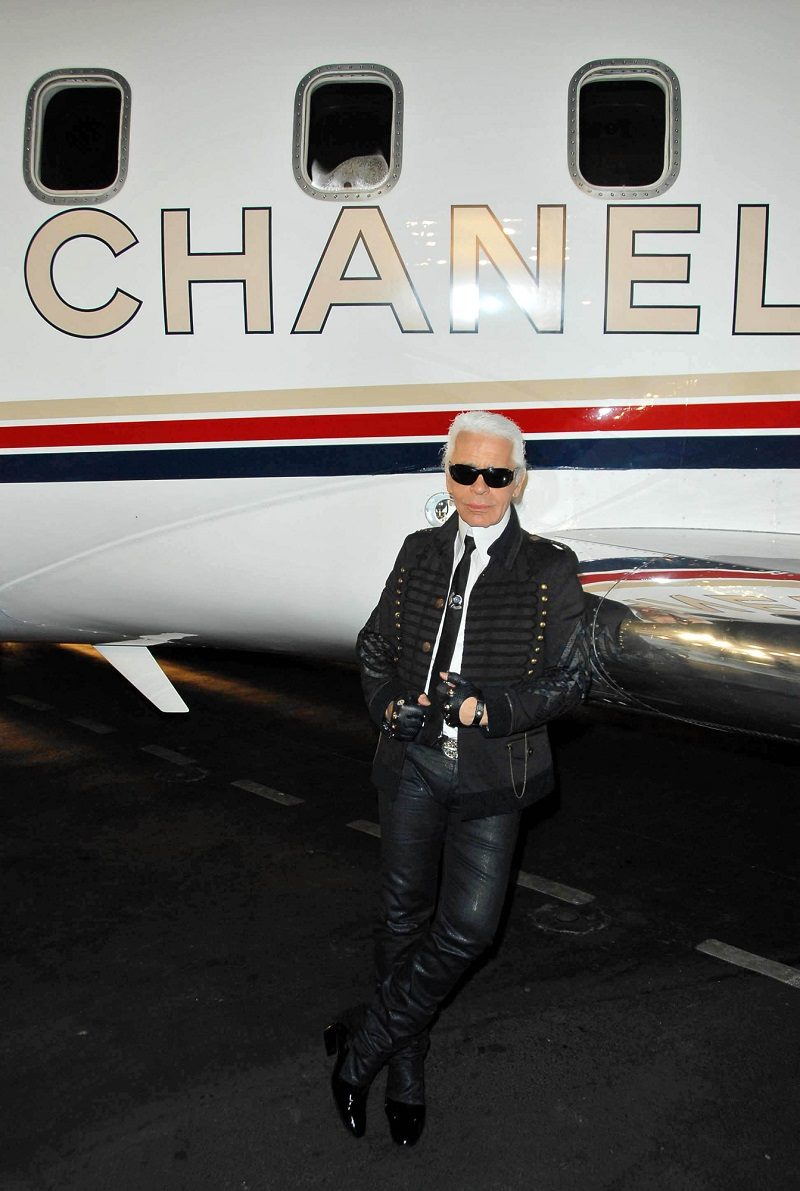 at-the-2007-2008-chanel-cruise-show-presented-by-karl-lagerfeld-hanger-8-santa-monica-ca-05-18-07